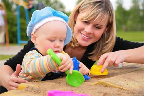 Игры с детьми в песочнице