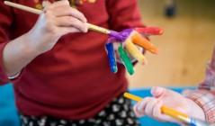 Как научить ребенка рисовать с ранних лет