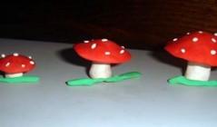 Семейка мухоморов из пластелина