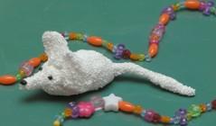 Мышонок из зернистого пластилина