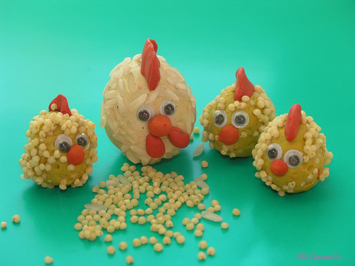 Курочка и цыплята из пластилина и крупы
