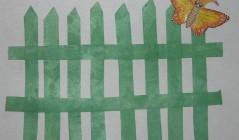 Аппликация для малышей Заборчик около детского сада