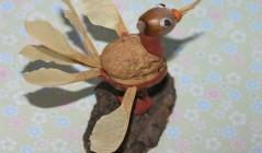 Птичка из орехов