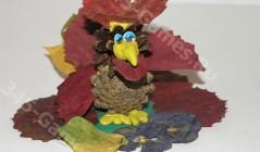 Поделка из осенних листьев и шишек - Петух