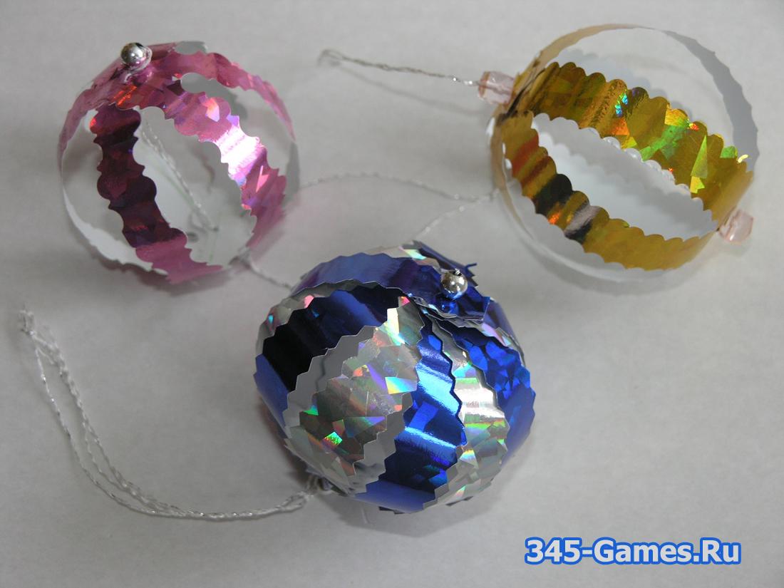 Как сделать новогодний шарик из бумаги. Поделка для детей