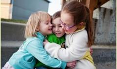 Как научить ребенка дружбе
