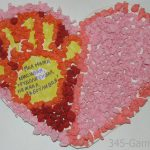 Поделка из разноцветных салфеток для мамы